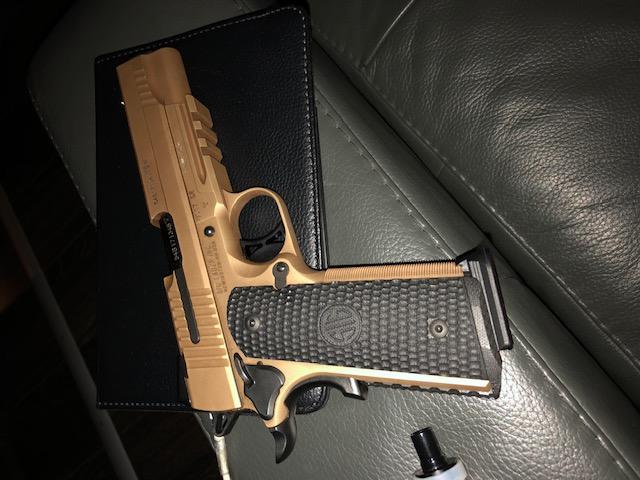 Pour les Fans du Colt 1911 Aadebd10