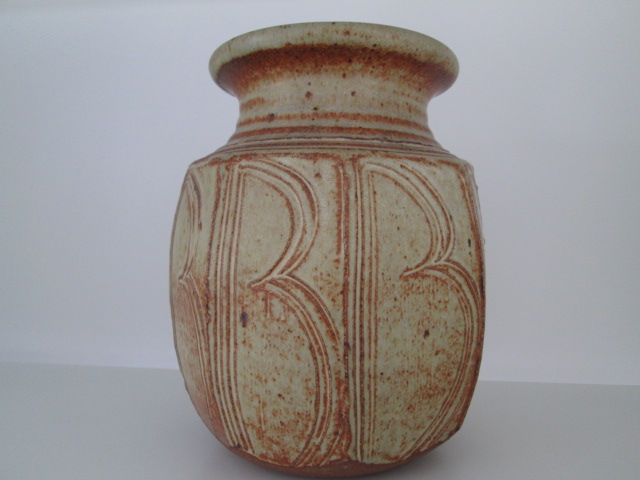 STUDIO POTTERY VASE B PATTERN MONOGRAM W OR B? - David Lloyd Jones Img_8810