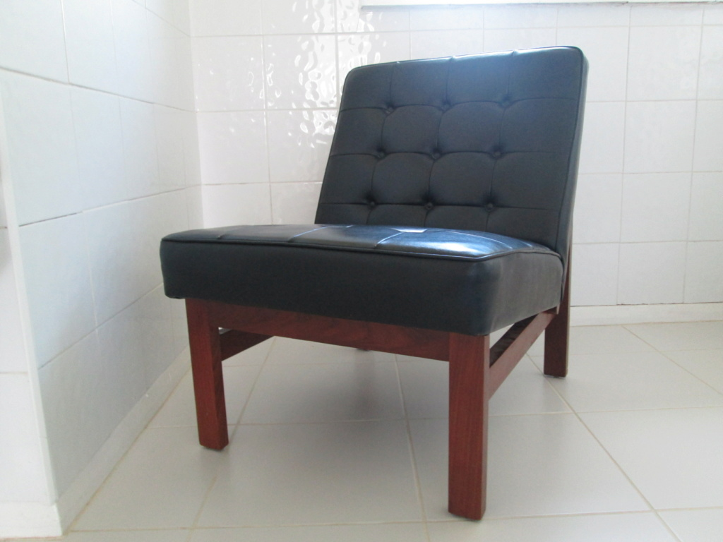 LOW MODERNIST VINTAGE LOUNGE CHAIR TUFTED FAUX LEATHER & WOOD NO ARMS Img_8816