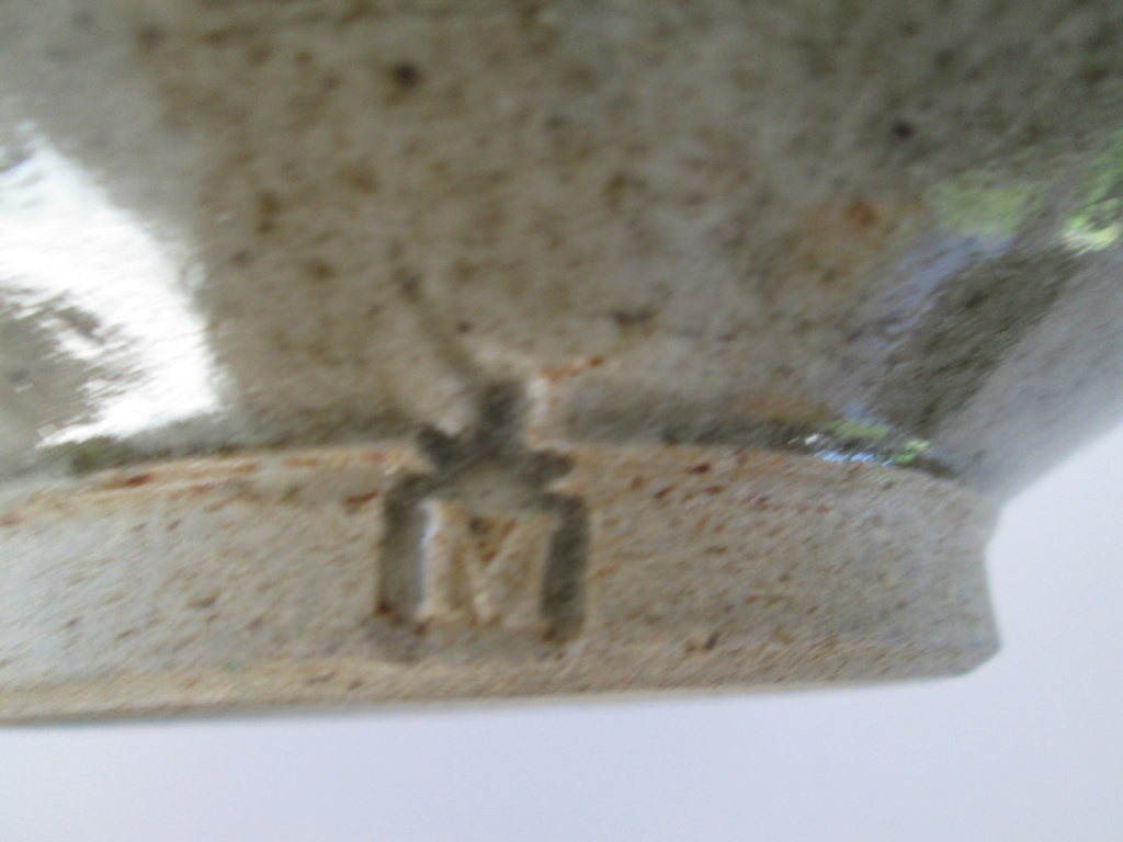 STUDIO POTTERY BOWL M MARK WITH CROSS ON TOP  Img_9910