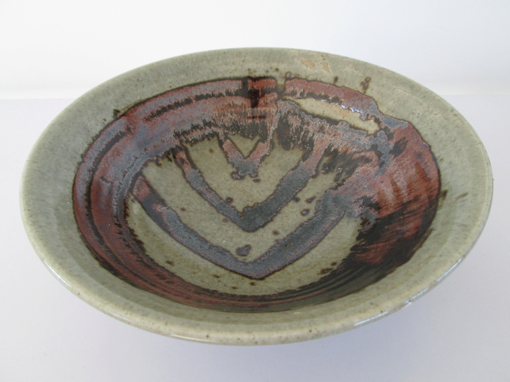 STUDIO POTTERY BOWL M MARK WITH CROSS ON TOP  Img_9911