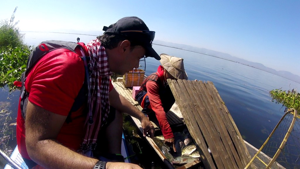 Session SUP avec les pêcheurs du lac Inle de Birmanie Vlcsna20