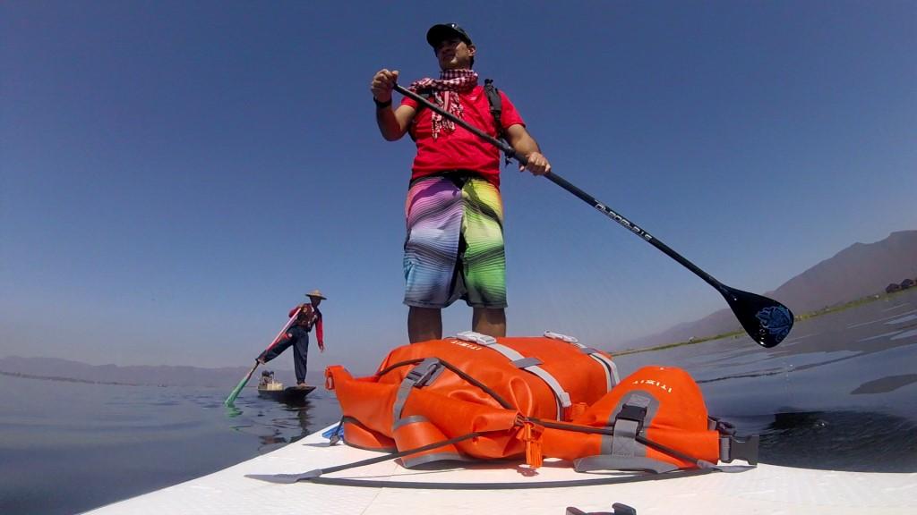 Session SUP avec les pêcheurs du lac Inle de Birmanie Vlcsna23