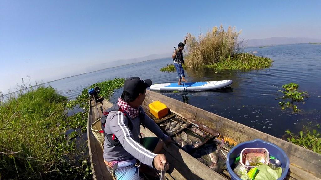 Session SUP avec les pêcheurs du lac Inle de Birmanie Vlcsna24