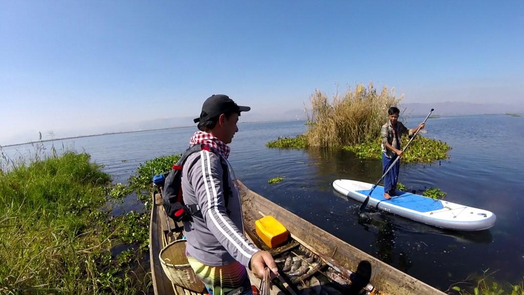 Session SUP avec les pêcheurs du lac Inle de Birmanie Vlcsna25