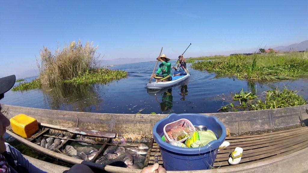 Session SUP avec les pêcheurs du lac Inle de Birmanie Vlcsna26