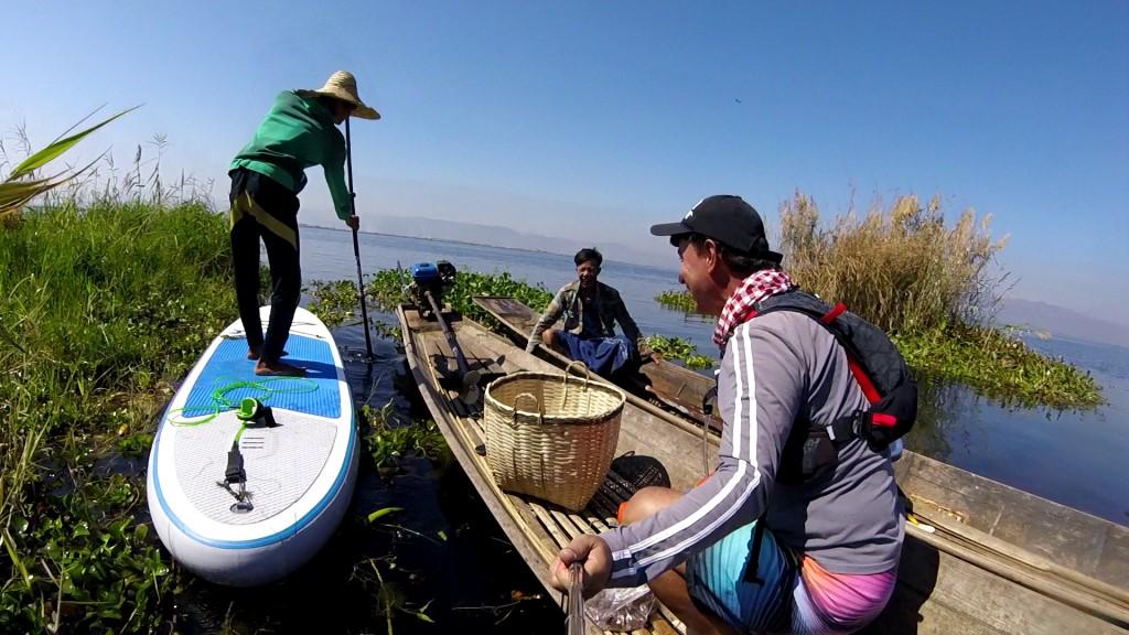 Session SUP avec les pêcheurs du lac Inle de Birmanie Vlcsna27