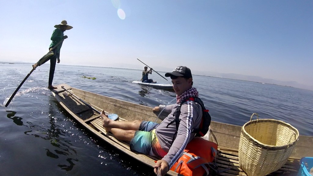 Session SUP avec les pêcheurs du lac Inle de Birmanie Vlcsna28
