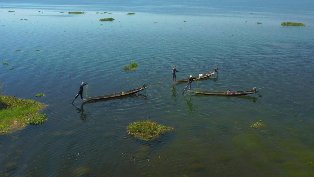 Session SUP avec les pêcheurs du lac Inle de Birmanie Vlcsna32