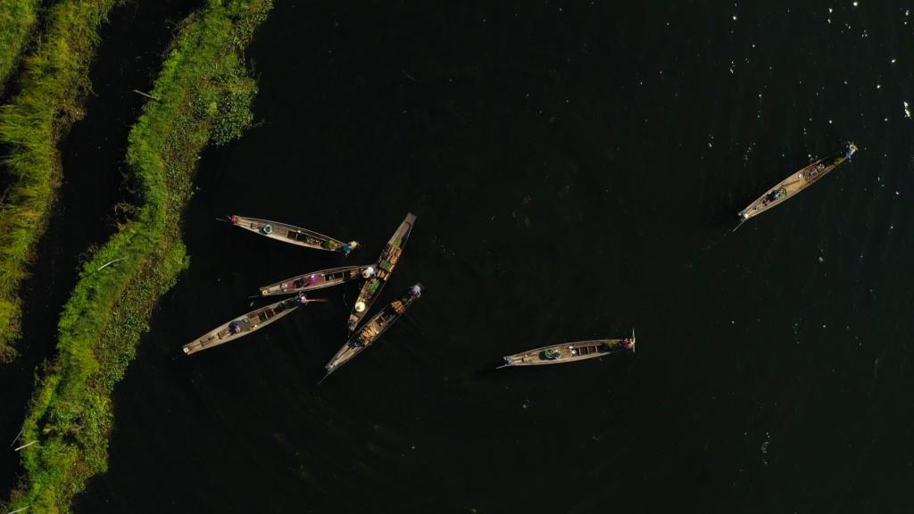 Session SUP avec les pêcheurs du lac Inle de Birmanie Vlcsna36