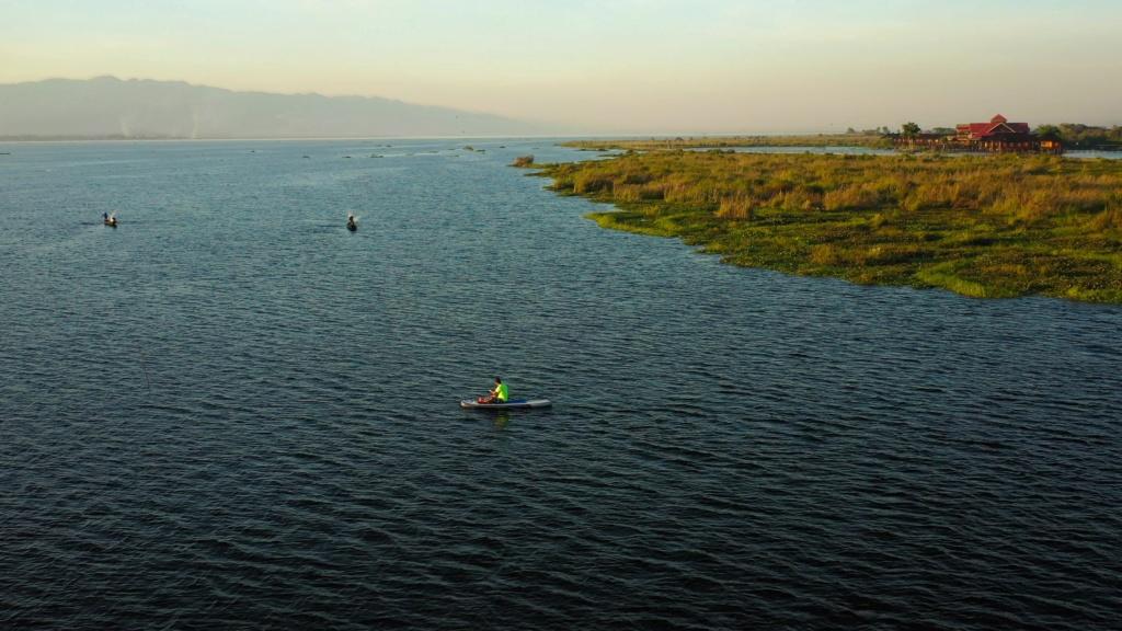 Session SUP avec les pêcheurs du lac Inle de Birmanie Vlcsna38
