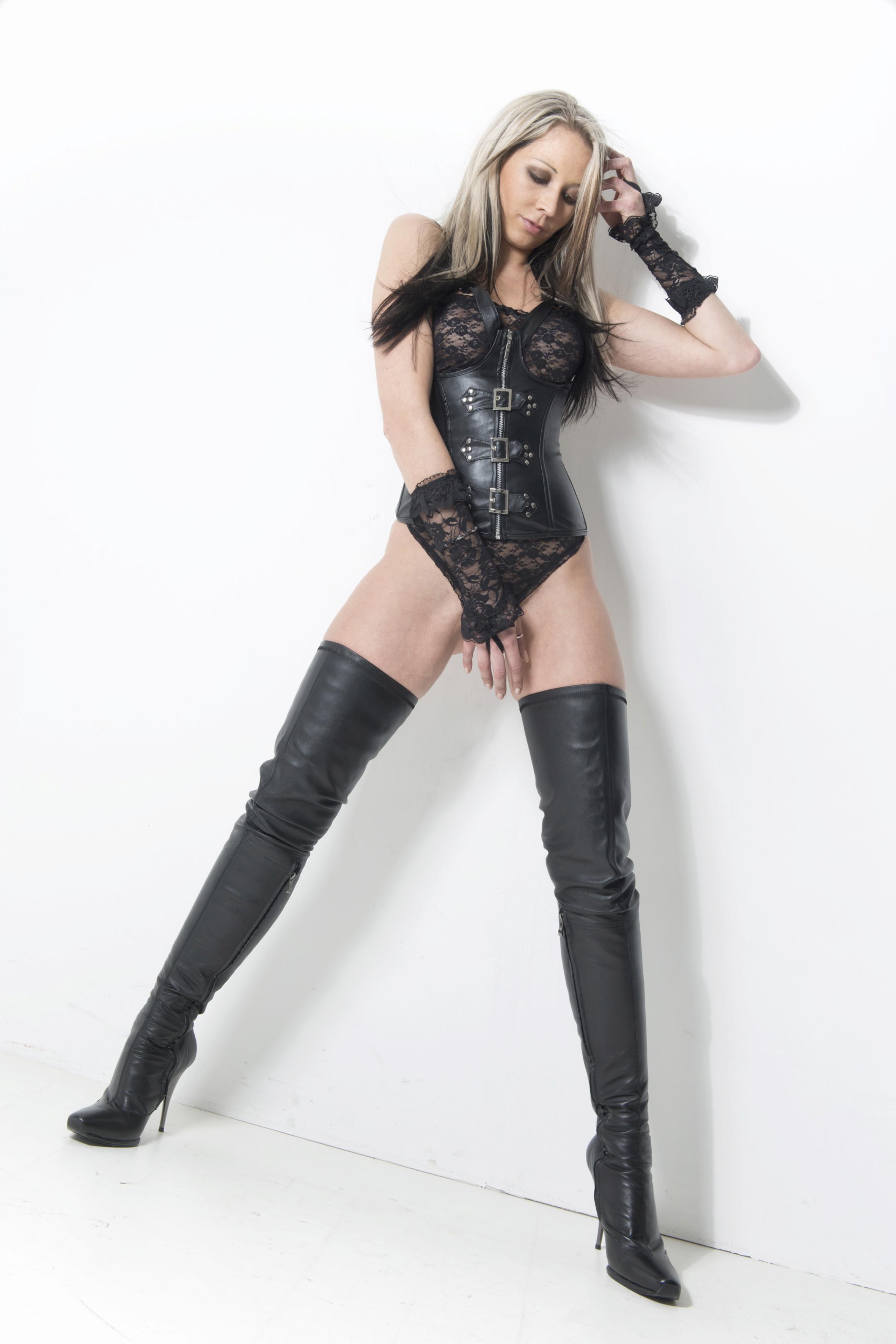 Arollo Leather Heeled Boots Sandra11