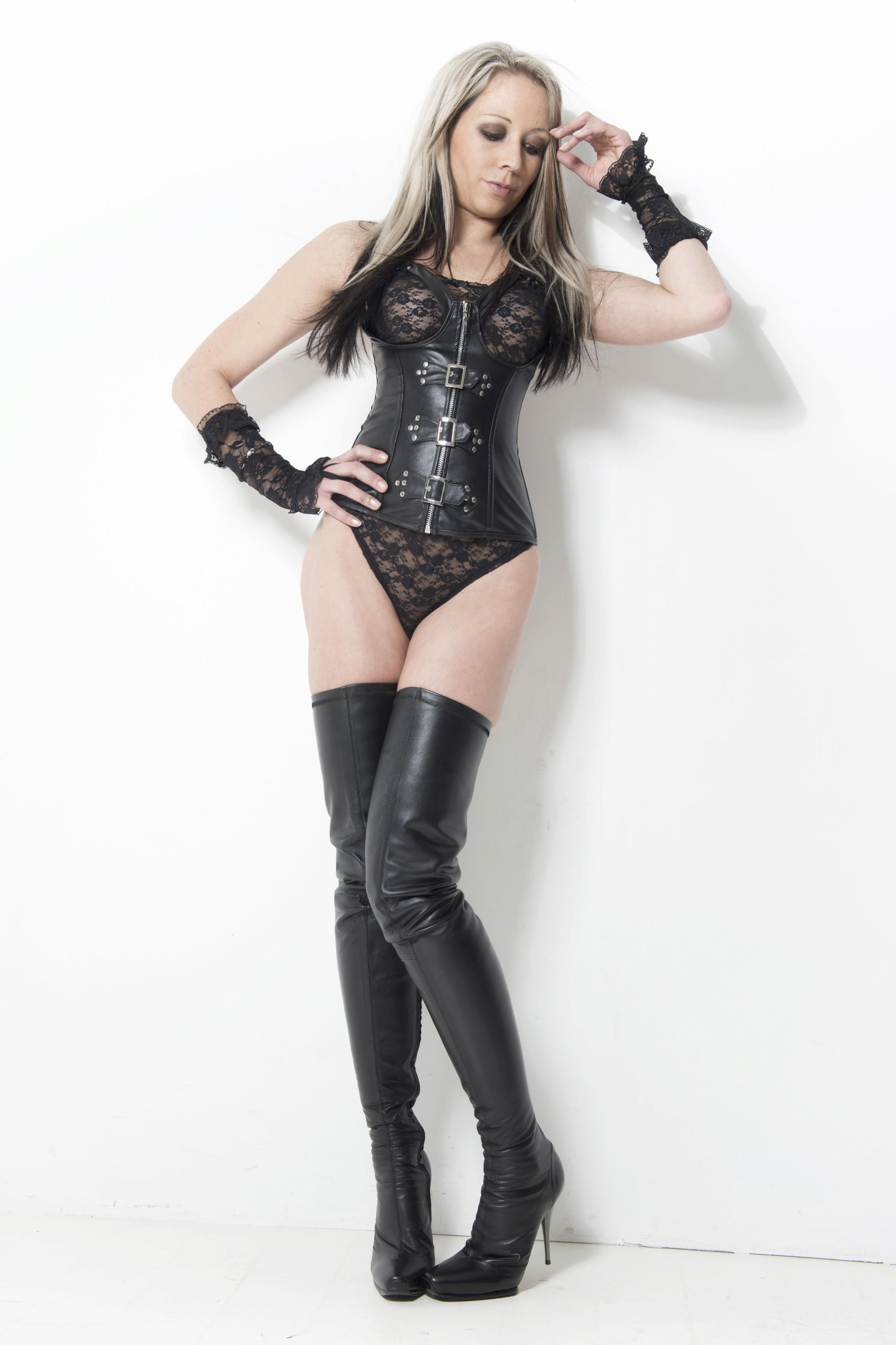 Arollo Leather Heeled Boots Sandra12