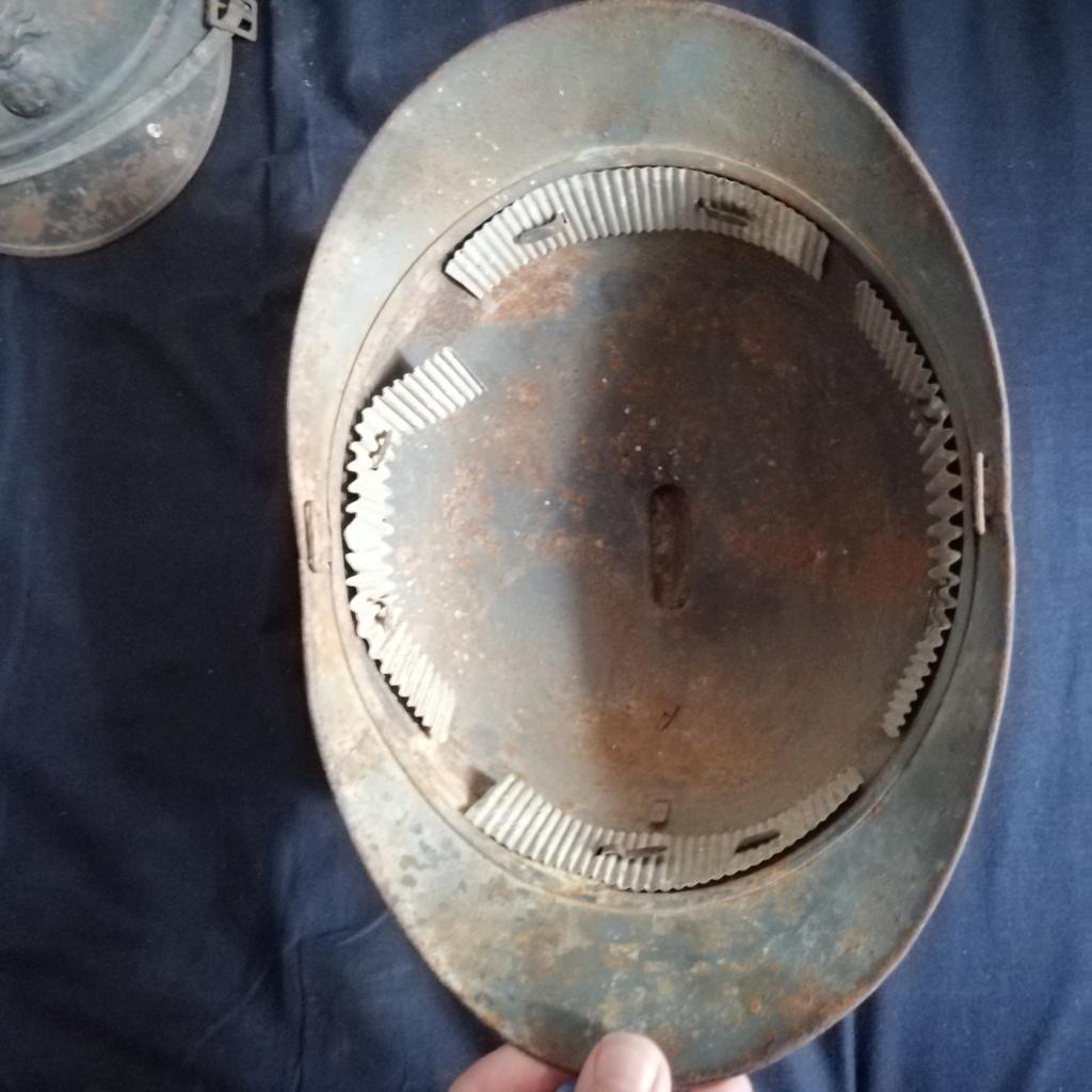 2 casques Adrian + 2 caisses militaire dans les petites annonces  Img_2042