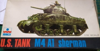 Sherman M4A1 -Esci -1/76 Img_2082
