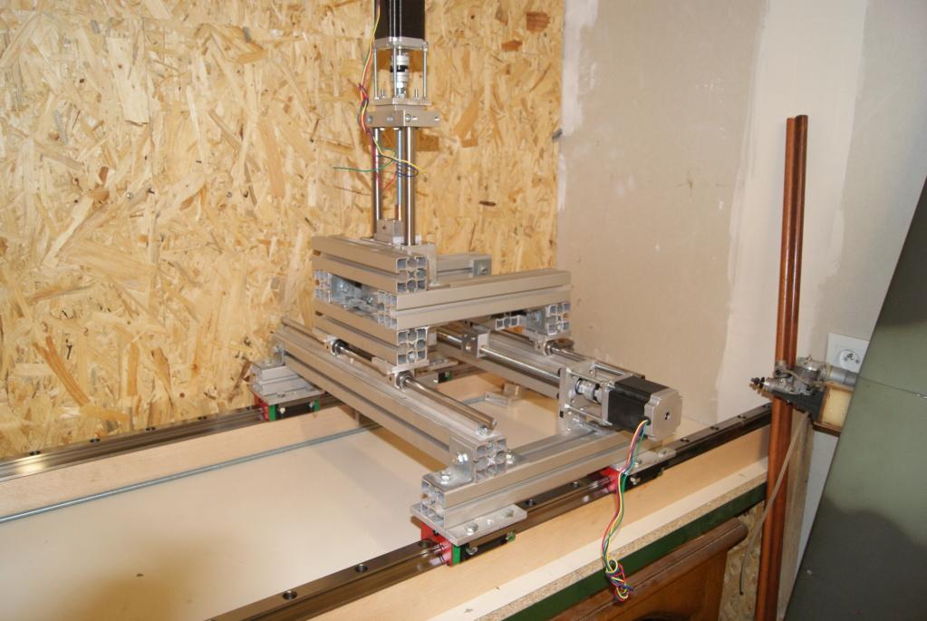 optimisation de ma CNC, dans le but d'usiner le bois mais aussi l'aluminium... Dsc07510