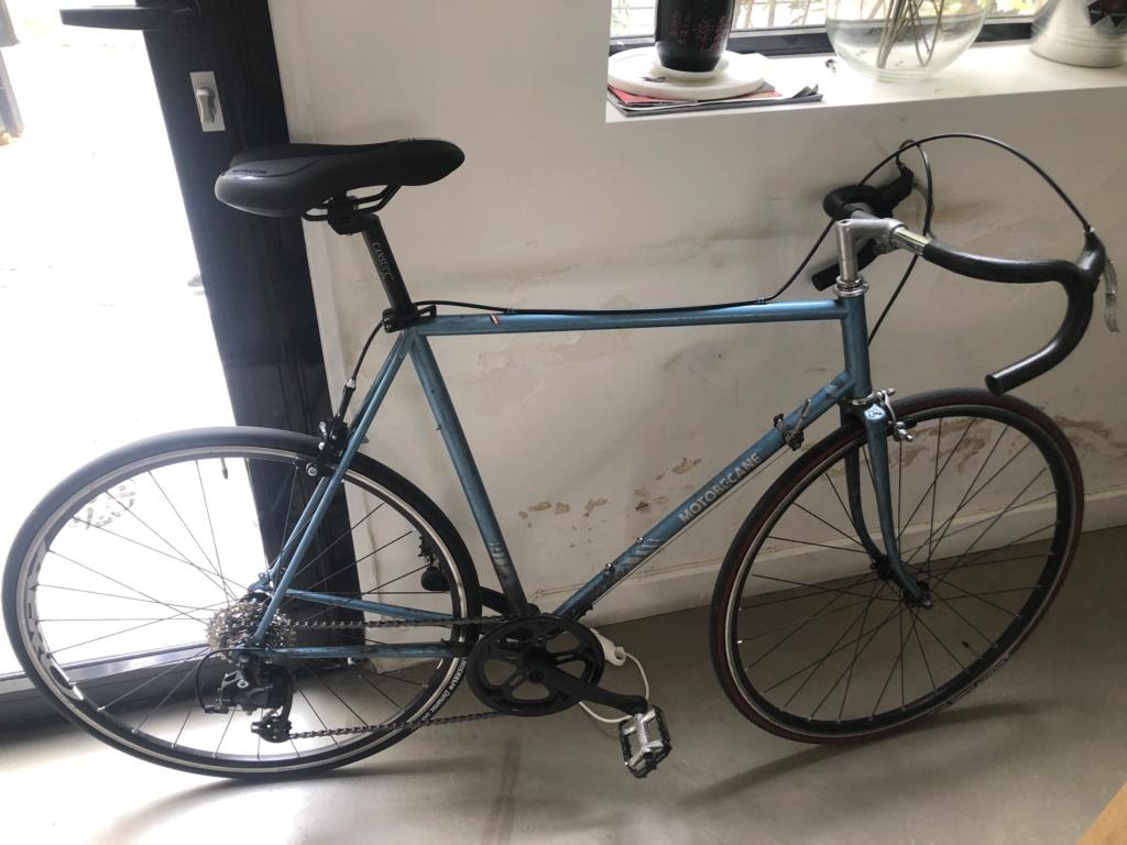 Motobecane remise a neuve : cherche modele exact / taille boitier de pedalier Image010