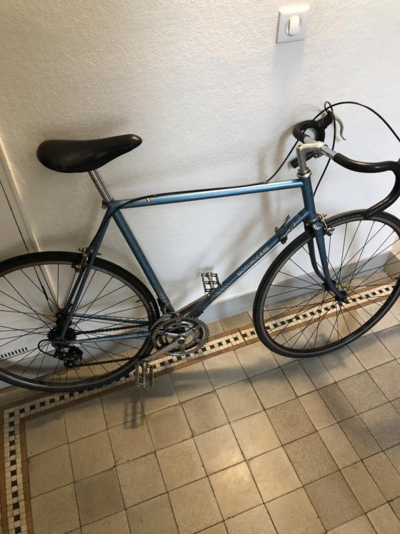 Motobecane remise a neuve : cherche modele exact / taille boitier de pedalier Image111