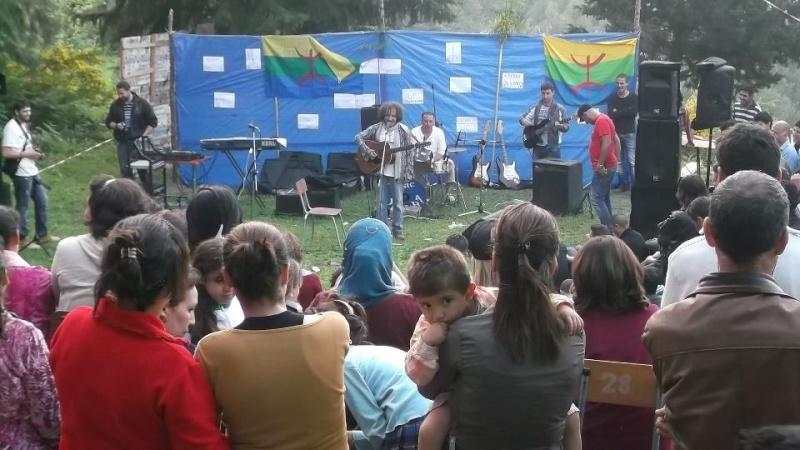 AKLI D chante à Ait Aissa (Aokas) le 19 Avril 2013 - Page 2 55804810