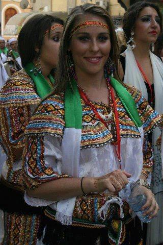 femmes kabyles! - Page 2 Je10