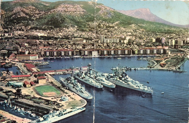 [Les ports militaires de métropole] TOULON au début des années 60 - Page 2 D_00110