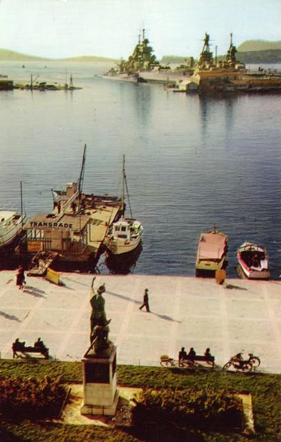 [Les ports militaires de métropole] TOULON au début des années 60 - Page 2 D_00310