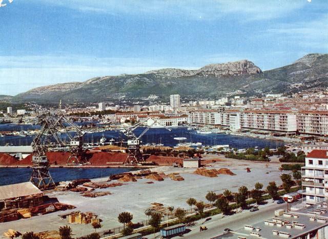 [Les ports militaires de métropole] TOULON au début des années 60 - Page 4 D_01010