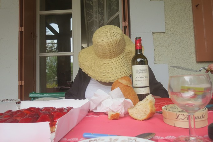 un dimanche de mai ,un beau petit village  pour un pique nique charentais Img_2912