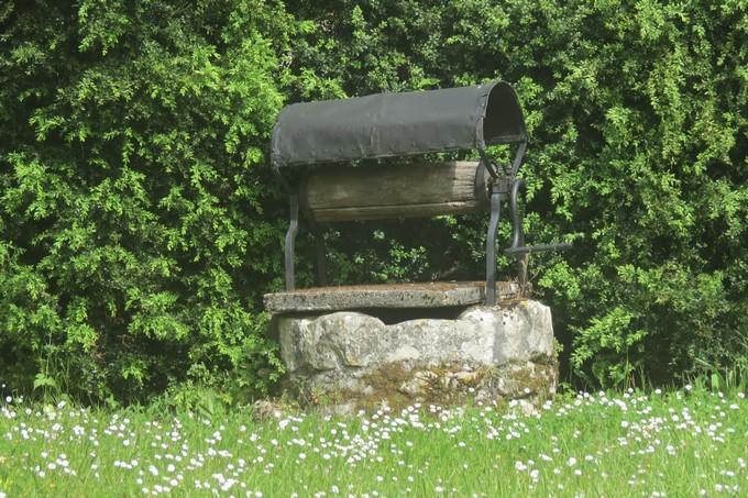 un dimanche de mai ,un beau petit village  pour un pique nique charentais Img_2914