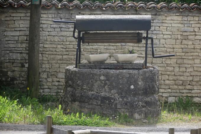 un dimanche de mai ,un beau petit village  pour un pique nique charentais Img_2930