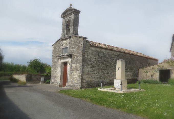 un dimanche de mai ,un beau petit village  pour un pique nique charentais Img_2931