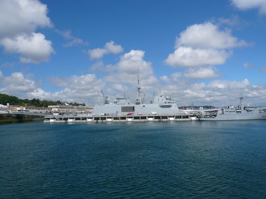 [Les ports militaires de métropole] Port de BREST - TOME 2 - Page 3 10_dou10