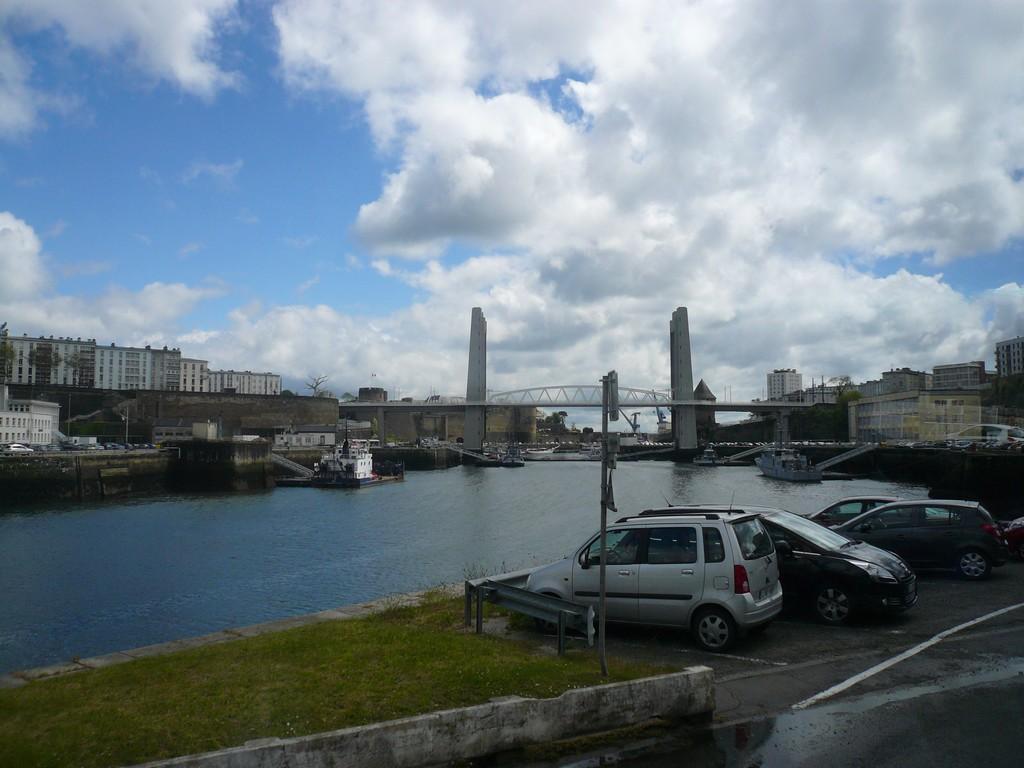 [Les ports militaires de métropole] Port de BREST - TOME 2 - Page 3 17_le_12