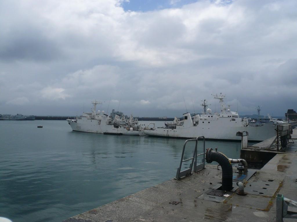 [Les ports militaires de métropole] Port de BREST - TOME 2 - Page 3 2_le_b10