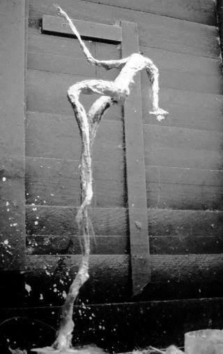 un homme qui tombe (plâtre) Novemb15