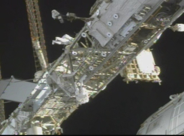 [STS-119] Discovery : EVA 2 Vlcsna17