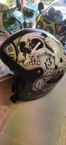 Peinture sur casque à l'aérographe  Img_2057