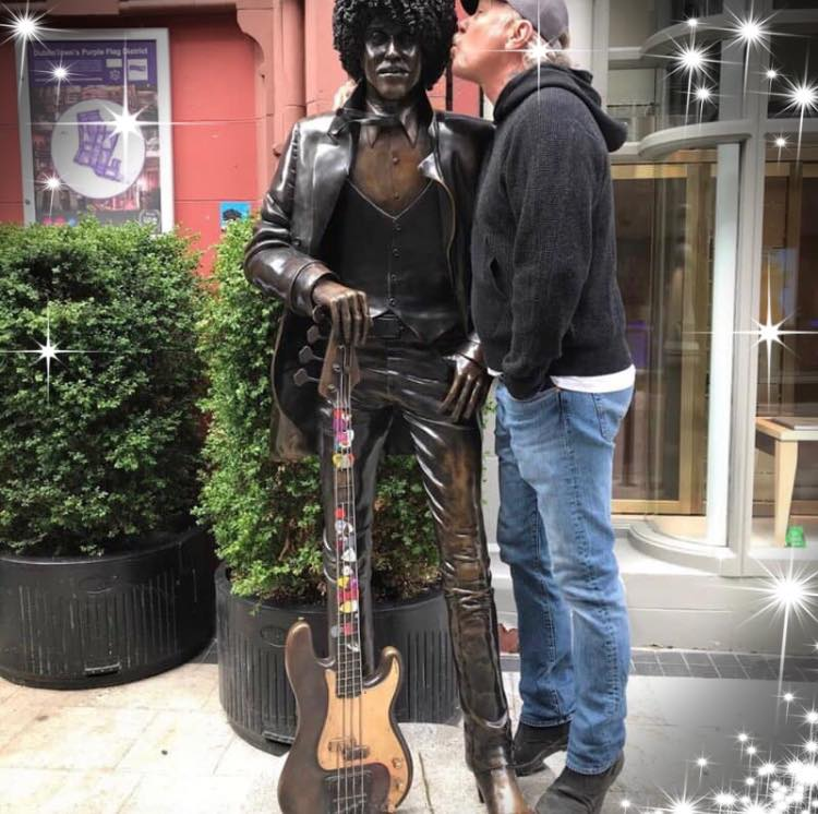 THIN LIZZY - Page 31 Statue11