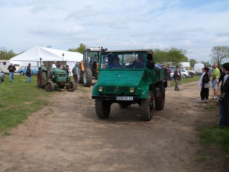 un 411 parmi les tracteurs agricoles à PEZET LE ROBERT (72) Captu206
