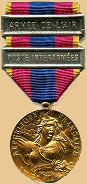 Insignes, Médailles, Ecussons Militaires et Civils - Page 16 1_meda10