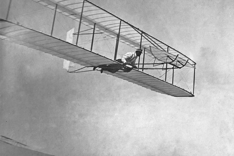 Aviation : les 1ères escadrilles et grands pilotes - Page 15 Glidin11