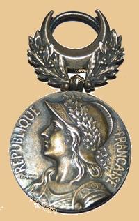 Insignes, Médailles, Ecussons Militaires et Civils - Page 16 Honneu10