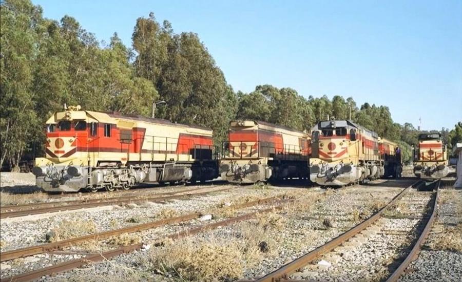 Transports CFM, Gares et Affiches du Maroc - Page 23 Locos_10