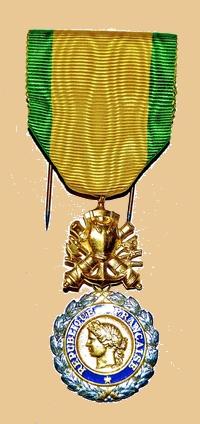Insignes, Médailles, Ecussons Militaires et Civils - Page 16 Mzodai15