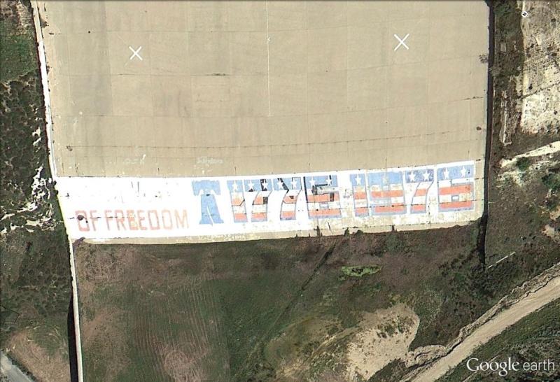 "Ecriture ""200 Years of freedom"" à Corona, Californie - USA 1776_110"