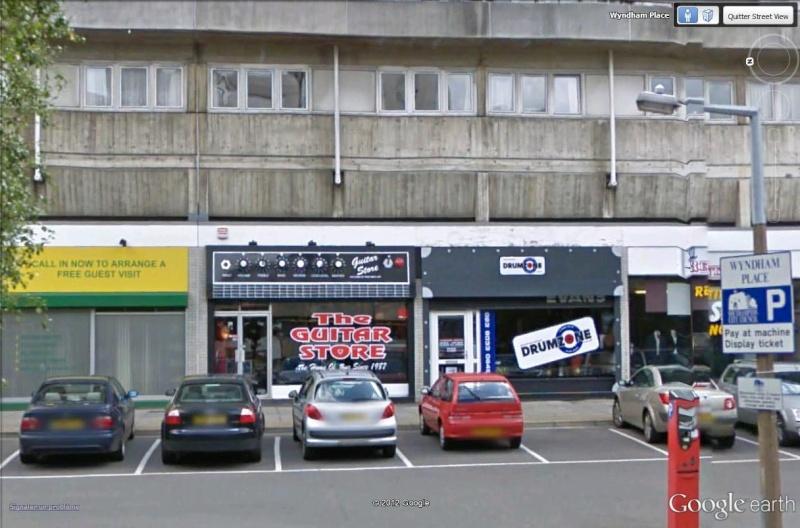 STREET VIEW : les façades de magasins (Monde) - Page 4 The_gu10