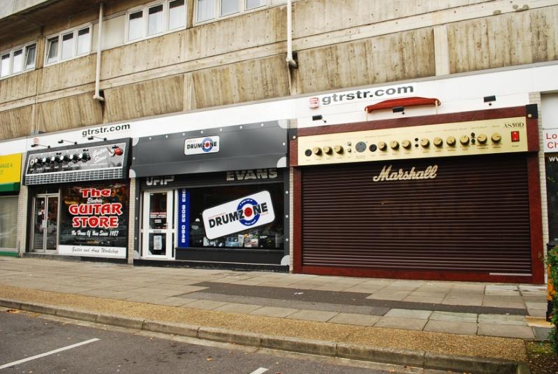 STREET VIEW : les façades de magasins (Monde) - Page 4 The_gu12