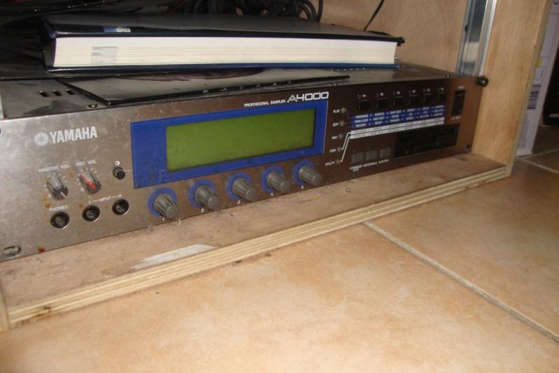 Matériel de studio : synthétiseurs, effets, BAR / workstation... A400010