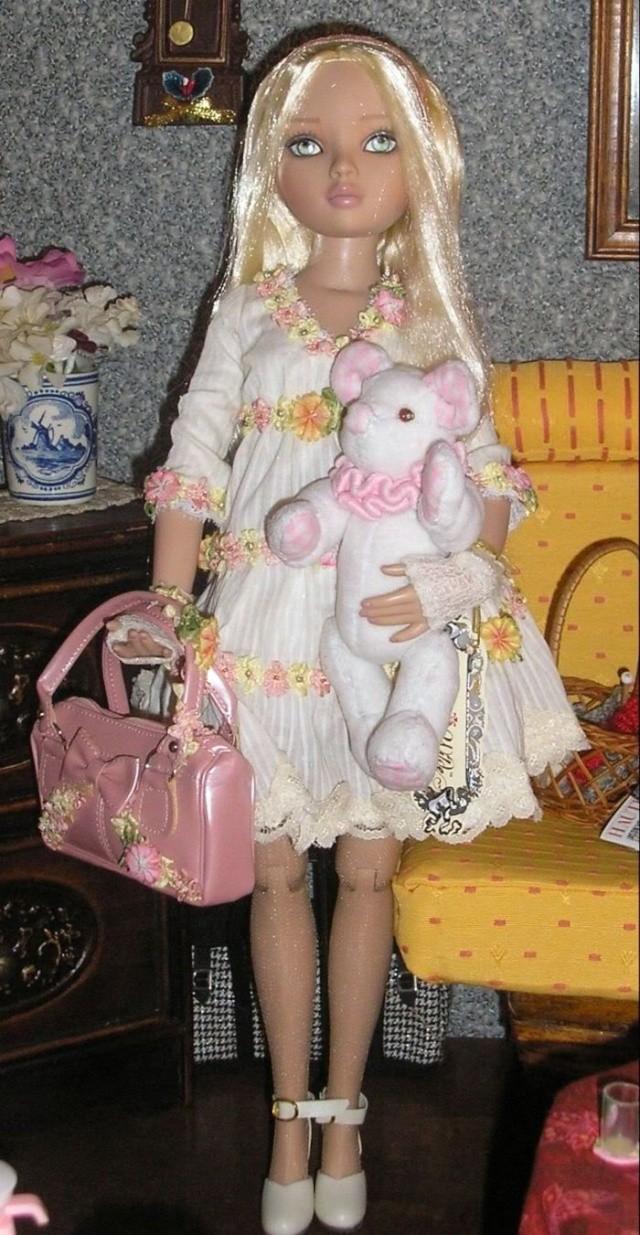 2008 - Ellowyne Wilde - Pale memories Ellowy10