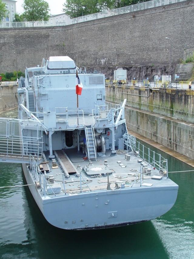 [Autre sujet Marine Nationale] Démantèlement, déconstruction des navires - TOME 1 - Page 4 Persee12